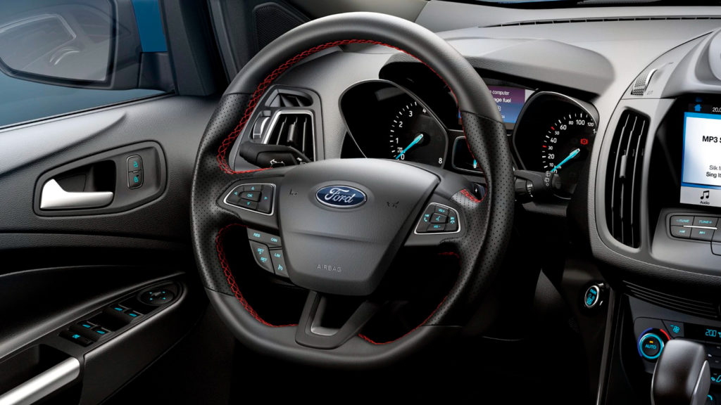 volant Ford Custom červené prošívání na volantu