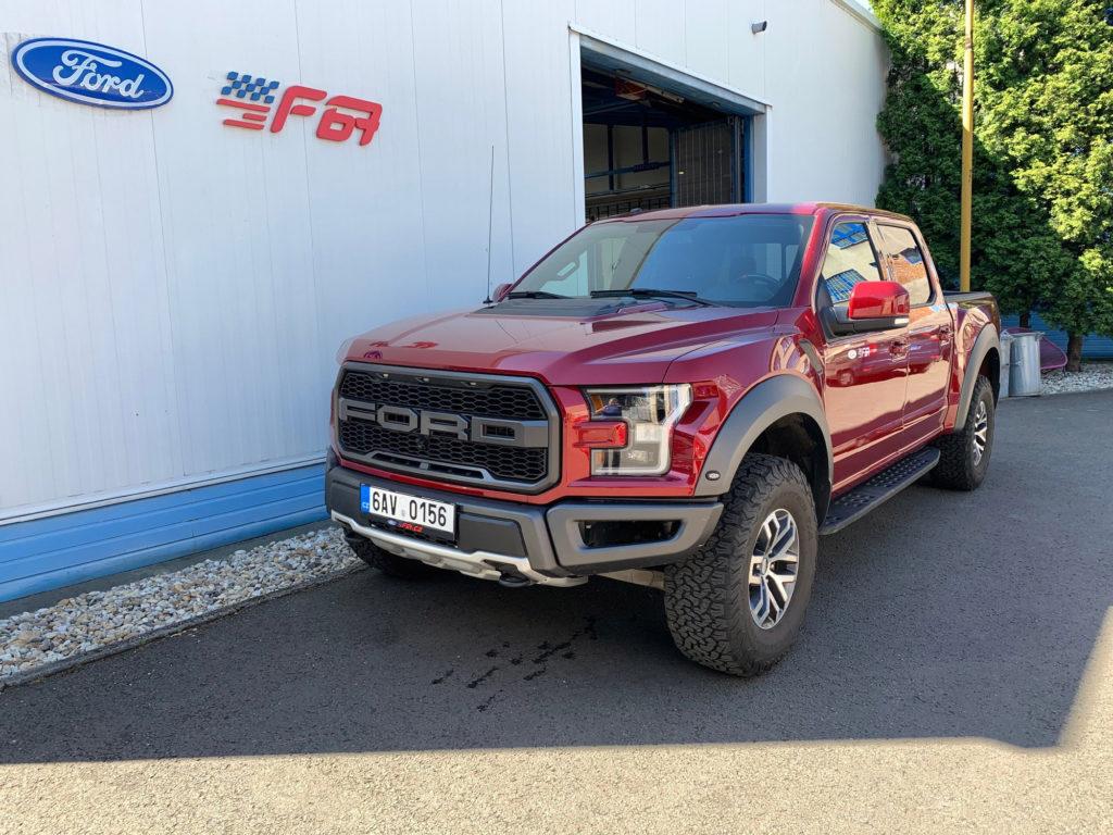 Ford F150 Raptor přední pohled