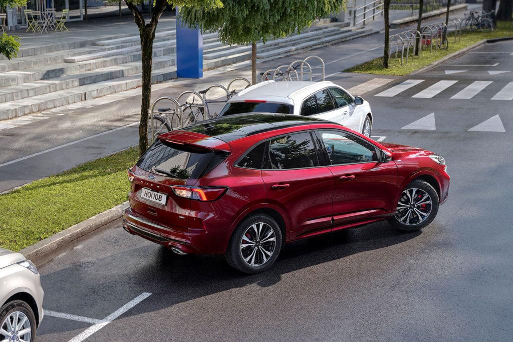Ford Kuga hybrid parkovací asistent