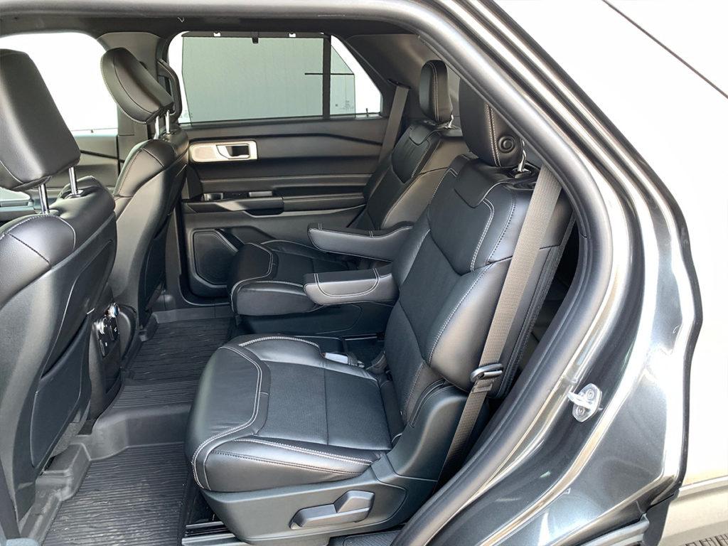 Ford Explorer pohled na zadní sedadla