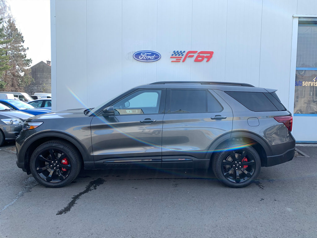 Ford Explorer boční pohled