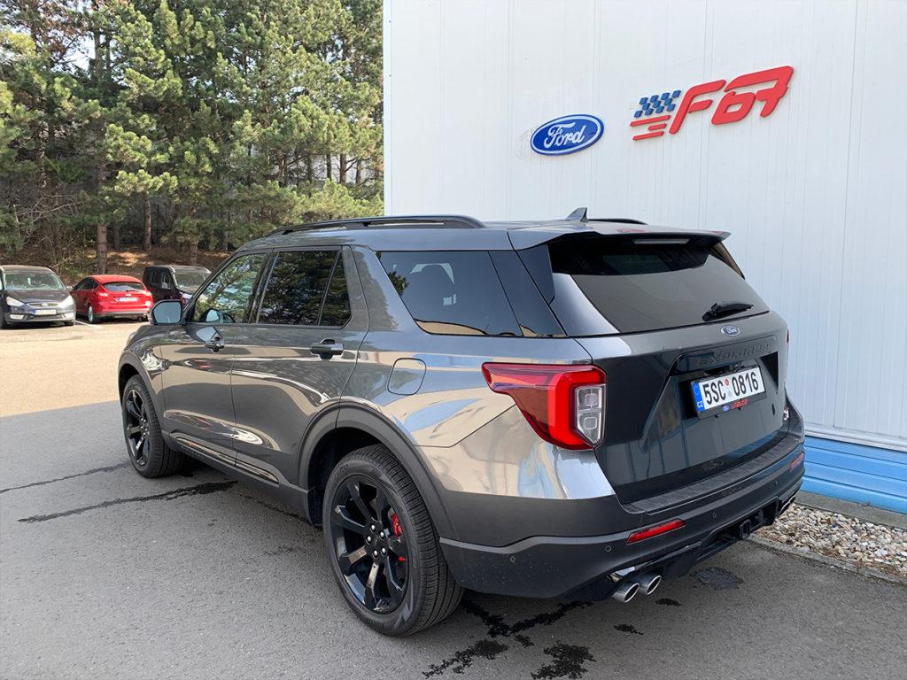 Ford Explorer pohled ze zadního boku