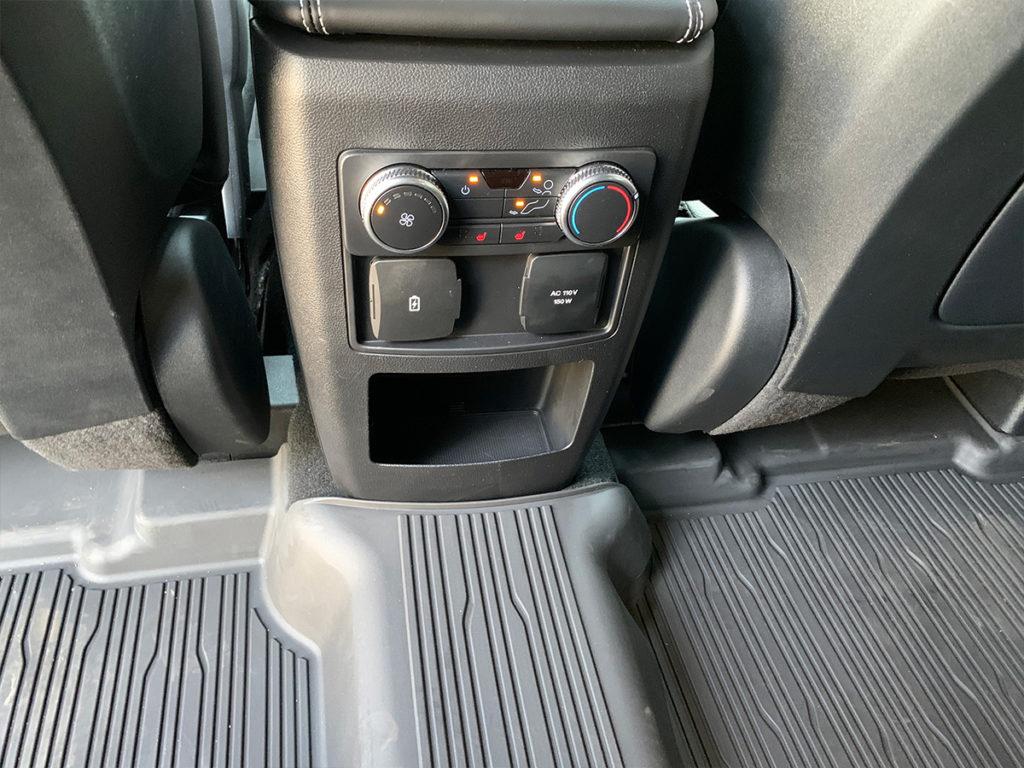 Ford Explorer středový panel u zadních sedadel