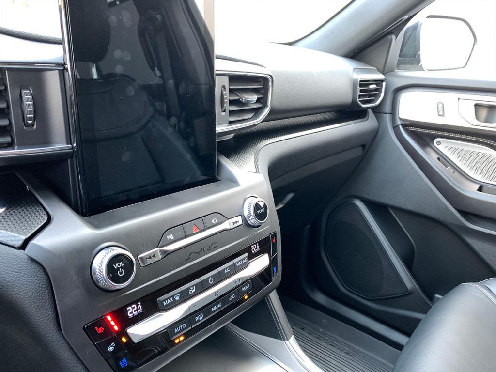 Ford Explorer středový panel