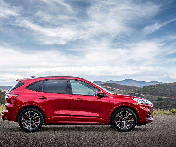 Ford Kuga hybrid boční pohled